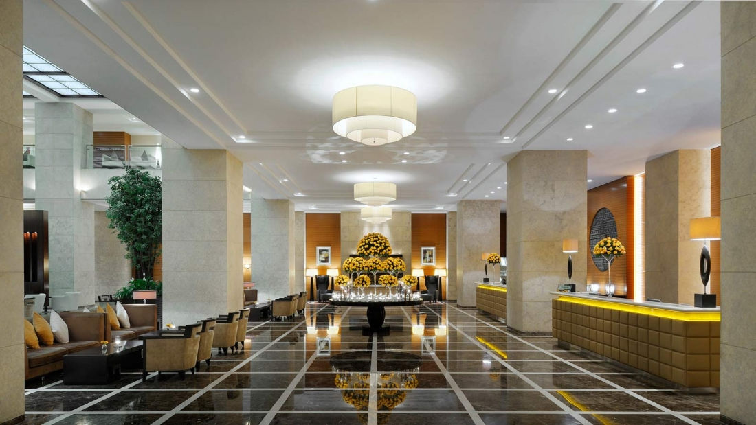 Welcome to the finer side of sophistication. Step into a world of refined heritage, sauve elegance and effortless chic.